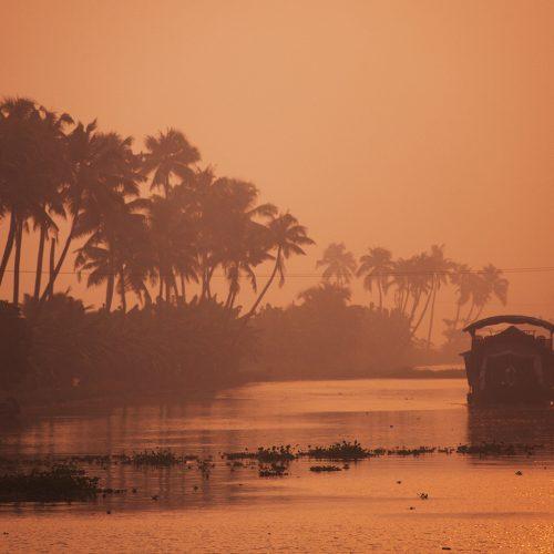 discovery boat cruise in malabar