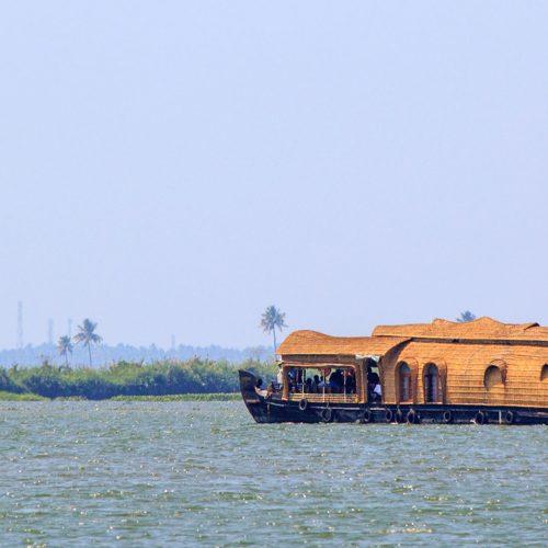 boat on kumarakom lake