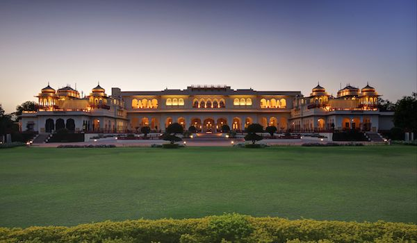 27_astrology_on_the_lawns_of_the_rambagh_palace_-credit_taj_hotels