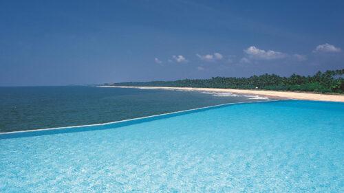 Infinity pool and beach at the Saman Villas