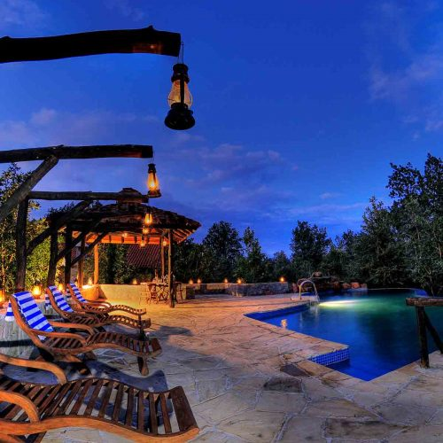 kings-lodge-pool-area