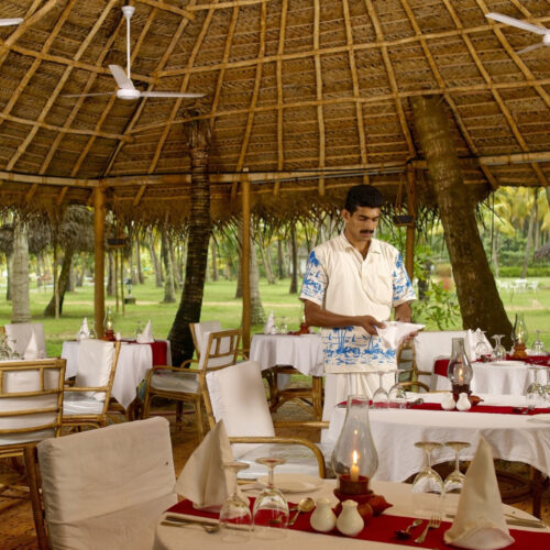 marari beach resort dining area
