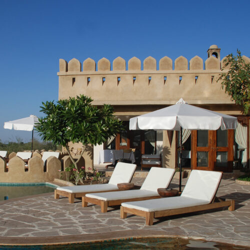 mihir-garh-deck-chairs