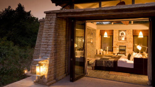 taj-pashan-garh-bedroom-from-outside